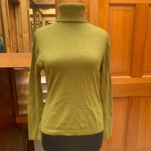 Lord & Taylor Green Cashmere Turtleneck